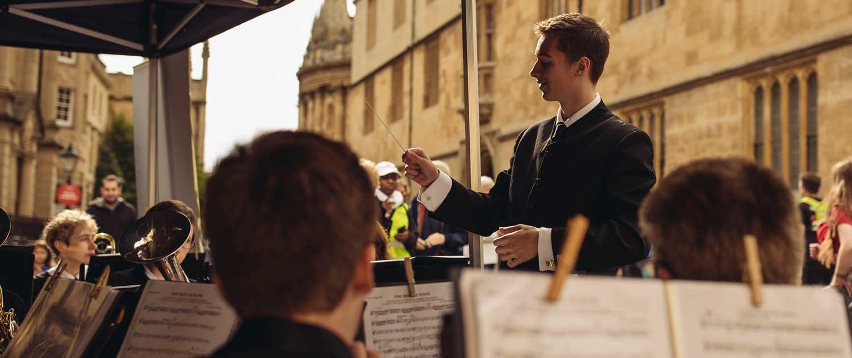 Oxford half Marathon Dexter Drown conducting